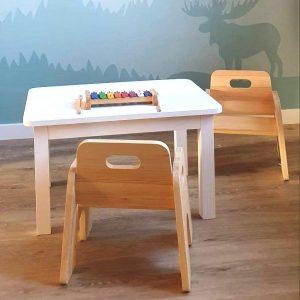 Biurka i krzesełka